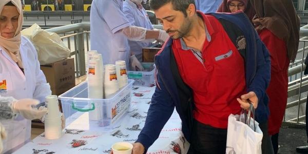 İftarı Kaçıranlara Çorbalar Zeytinburnu Belediyesi'nden
