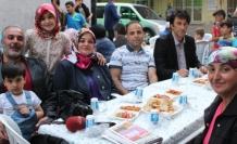 Kurt Ailesi Anne ve Babaları İçin Sokak İftarı Verdi