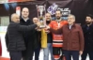 Buz Adamlar 4 Sene Üst Üste Şampiyon Oldu!