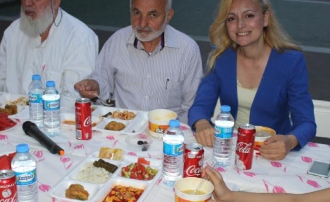 Fatma Süslügil İlkokulu Ailesi  İftarda bir araya geldi