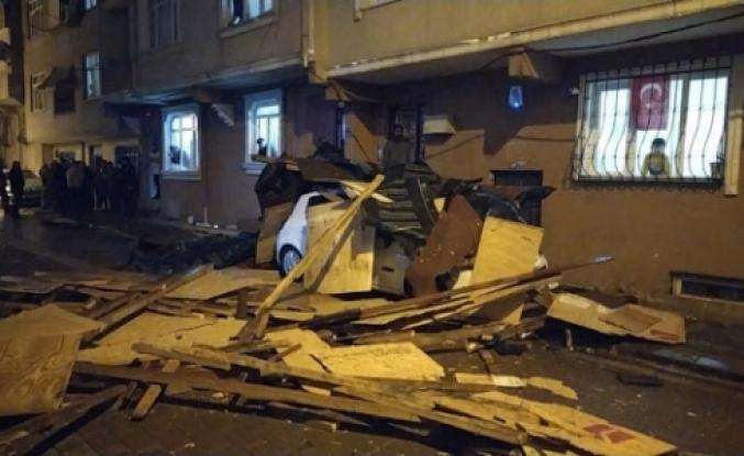 Zeytinburnu'nda Binanın Çatısı Uçtu