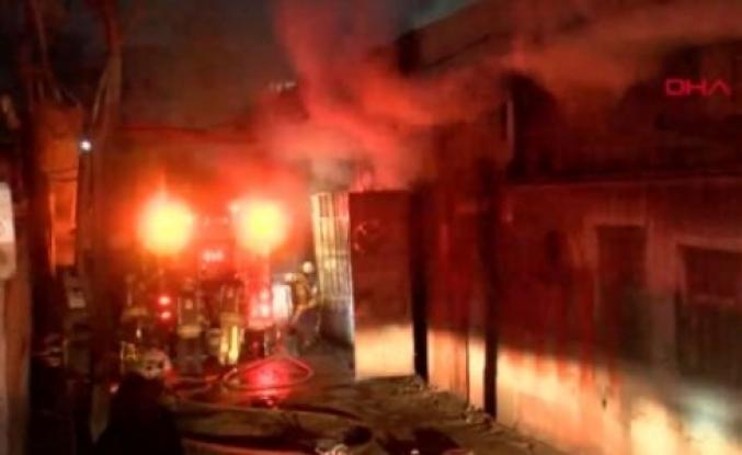 Zeytinburnu'nda İşyerinde Yangın