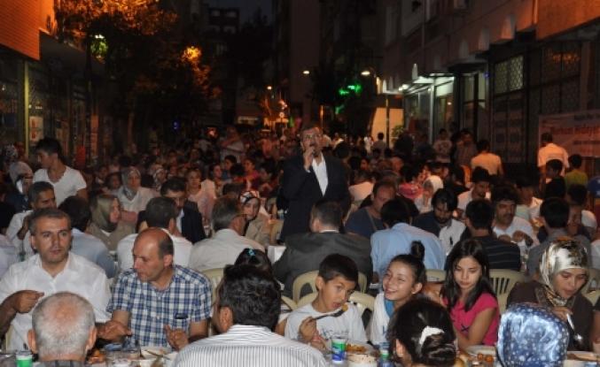 Zeytinburnu'nda Sokak İftarı Heyecanı